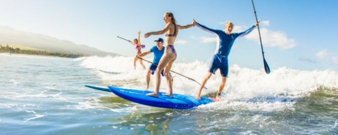 SUP Surfing with friends